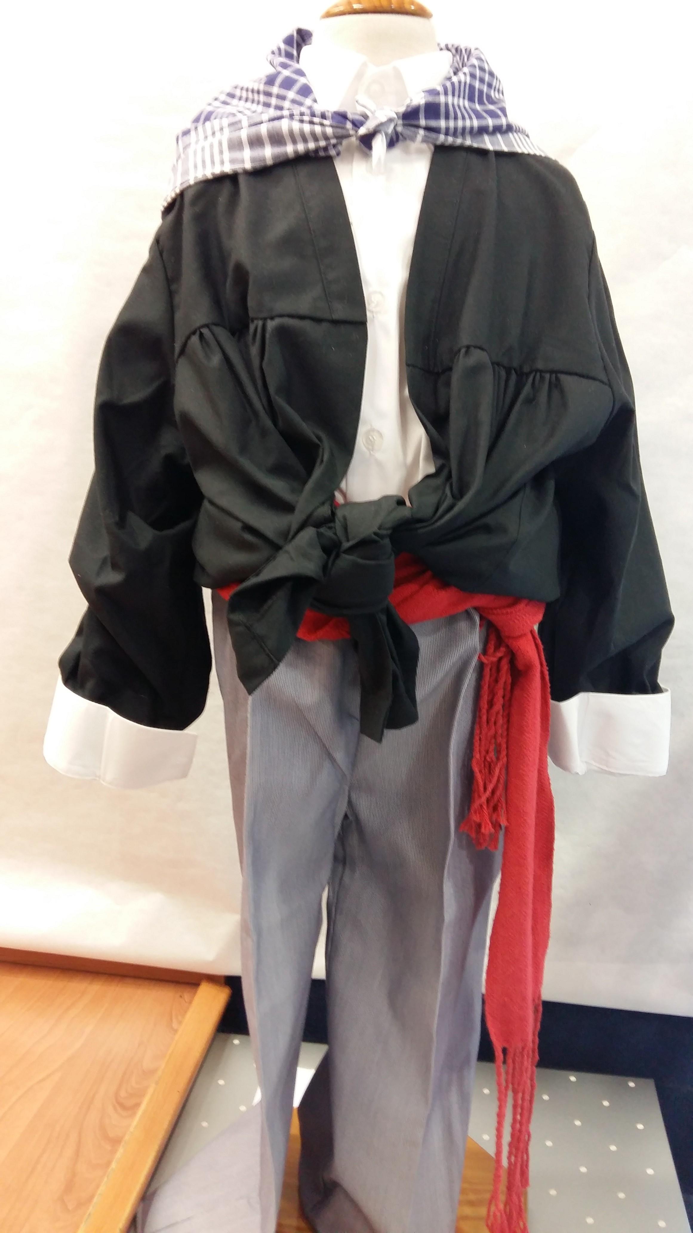 Blusa negra traje vasquito